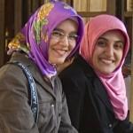 Шокиращо! Вицепремиерът на Турция иска да се забрани на жените да се усмихват!