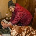 Покъртително! 74-годишна жена и тежко болният ѝ брат преживяват с по 10 лева на месец!